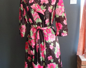 Vintage quilted robe - floral dressing gown or housecoat.