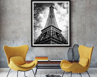 Picture of the Eiffel Tower in Black and White - Paris - France - Photography + Black Frame - Wall Decoration