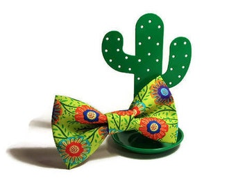 Dog bow-tie in Green with Flowers
