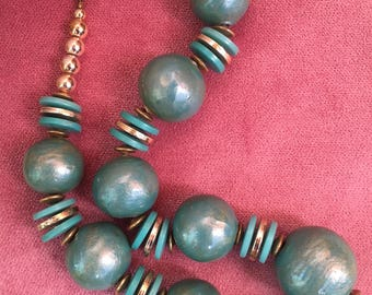 Vintage 1960's Green and Gold Lustre Bead Necklace