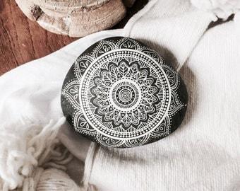 Mandala stones / boho / home decoration / mandala / handmade / hand painted / crafts / mandala art / interior decoration / gypsy decor