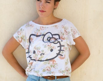 Hello Kitty fluffy short sleeve bat shirt. Floral Top Hello Kitty 1990s. T-shirt for the navel.