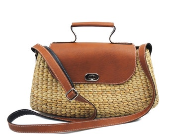 Straw Crossbody Purse Woman Small Wicker Bag Natural Beige Brown Dried Water Hyacinth with Faux Leather Eco Friendly Vintage Style Bag