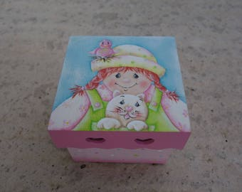 """Friends"" wooden square jewelry box"
