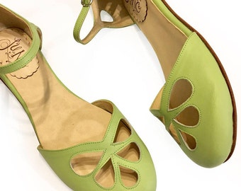 Green Pie - Leather flat sandal in green. Vintage style. Handmade in Argentina
