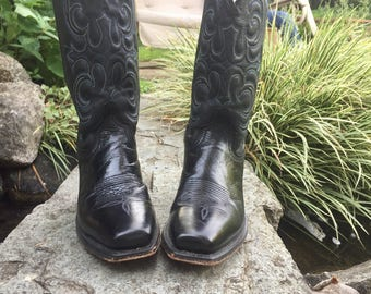 Classic Black Leather Western Cowboy Boots Men's Size 7 Women's size 8, made in USA