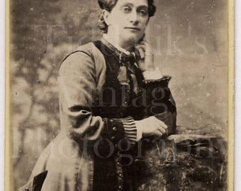CDV Phoo Victorian Young Woman, Pretty Dress Portrait - Le Tourneux of Manchester - Carte de Visite Antique Photograph