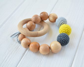 Teething ring with crochet beads and natural juniper beads - Teething toy for boy - Crochet Baby Toy - Wooden rattle