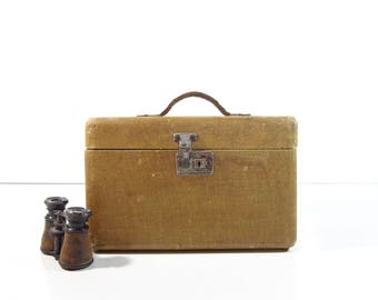 Vintage Tweed Train Case / Small Yellow Tweed Travel Case / Vintage Luggage