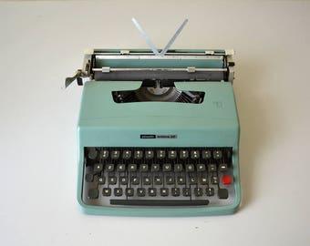 OLIVETTI Lettera 32 typewriter / Vintage 60s