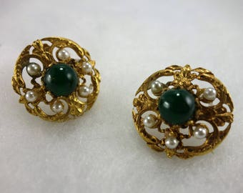 Clip Earrings: green jade: