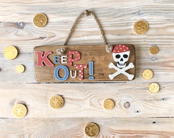 Pirate keep out sign | Skull and crossbones plaque | Kid's keep out bedroom sign | Keep out wooden sign | Nautical keep out plaque