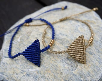 Triangle macrame bracelet - Minimal style!