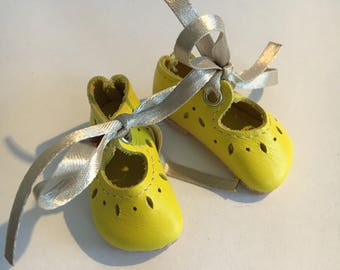Doll shoes with eyelets 5,2x2,2 cm genuine leather YELLOW