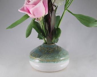 IKEBANA POTTERY VASE. Floral Vase in Green /White Glaze