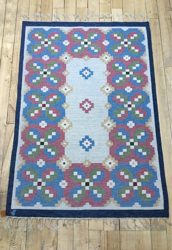 Vintage Swedish handmade rolakan flatweave rug designed by L.Norlander and called 'Lyckeby' for Vävaregården Eringsboda.