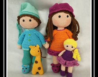 Jules and Ava and their blanket made with cotton fabric, pattern of crochet world
