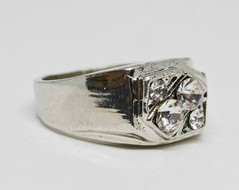 Sparkling silver tone men's ring