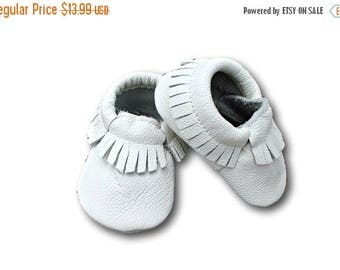 SUMMER SALE White Leather Baby Moccasins // White Baby Moccasins // Baby Moccasins // Baby Mocassins