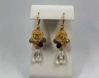 beige flower earrings wire work
