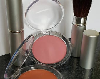 Duo blush cheeks and brush