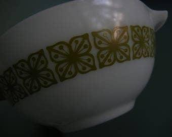 Pyrex Cinderella Bowl ~ 1 1/2 Quart #442 ~ Square Flowers ~ Verde Green on White