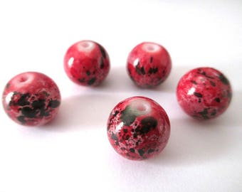 5 red speckled black glass beads 12mm