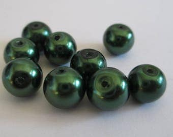 10 green pearl beads dark painted glass 8mm (D-14)