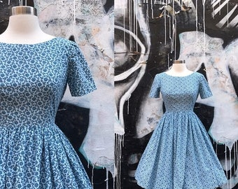 20% OFF W24 / 1950s Cotton Blue Floral Novelty Print DAY Dress with Circle Skirt