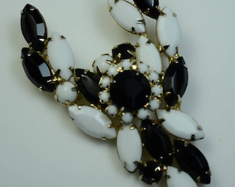 Schrager (Jonne) Prong-set Black and White Faceted Glass Pin—Pristine!