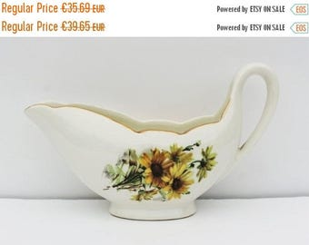 SALE Gravy Boat. French Sauce Boat. Gien France. Antique Serving Dish. Marguerites. Yellow Transferware. French Country. French Kitchen. Sau