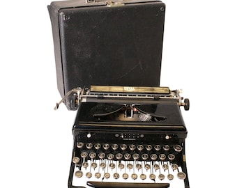 Vintage ROYAL Typewriter w Hard Shell Case - Works Great - portable travel manual standard courier black