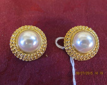 Round Clip Earrings, Costume Center Pearl, Gold Tone