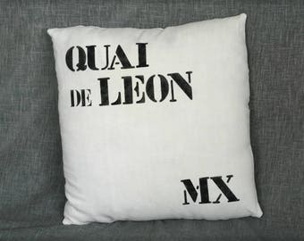"""Coussin marin """"Quai de léon - Morlaix"""" décoré au pochoir sur du drap ancien"""