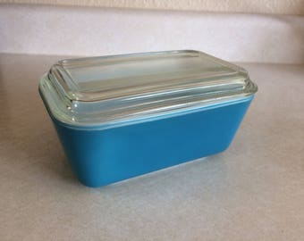 Pyrex 502 Refrigerator Dish and Lid Blue