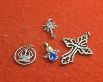 R- 37   Vintage pendants 4 items