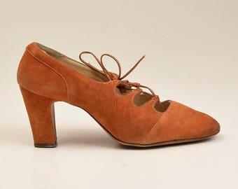SALE sz 8.5 1970s Boho Suede Shoes 70s Hippie Shoes Lace Top Open Keyhole Shoes Cut Out Shoes Lace Up Sturdy Heel Pumps Vintage Bohemian