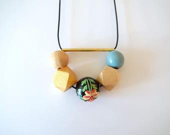 ★ Blue wood beads necklace