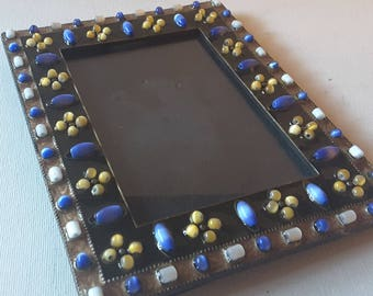 Ceramic beaded frame, with glass