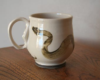 Brushed Snake Motif Mug with Keyhole handle