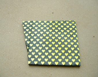 DICHROIC GOLD ON BLACK 5.6 * 4.7 HEART PATTERN PLATE * 6.1 CM