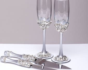 Wedding glasses and Cake Server Set Toasting flute Wedding cake knife silver bride and groom Wedding set of4, wedding flutes and cake server
