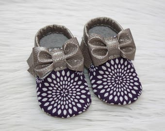 Holiday baby shoes// Toddler moccasins// Baby moccasins// Vegan, faux leather moccasins// Soft-soled baby shoes