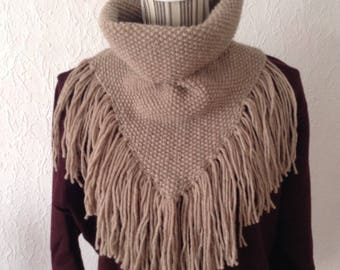 Knitted beige alpaca and wool fringed scarf collar