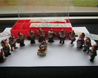 Series Flower dwarfs by Fereo with Fehlfabe, 13 pieces + leaflet, Germany around 1980, very good condition