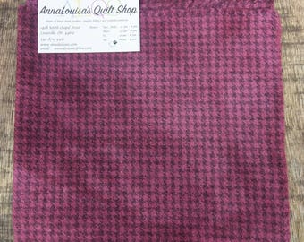 Hand-dyed Wool Fat Quarter -- Plum Houndstooth -- FQ418