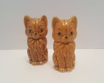 Midcentury Vintage Cat Ceramic Salt and Pepper Shakers