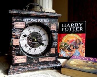Harry Potter Gift. Diagon Alley. Diagon Alley Clock. Harry Potter Clock. Harry Potter. Ollivanders. Slug & Jiggers. Gringotts. Harry Potter.