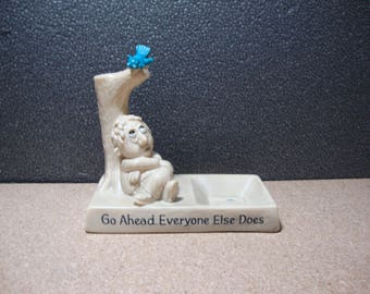 "1970 W & R Berries ""Go Ahead Everyone Else Does"" Vintage Kitschy Ashtray Desktop Coin/Trinket Dish"