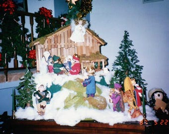 Vintage ASHTON DRAKE 10 Doll NATIVITY set with Wood Manger